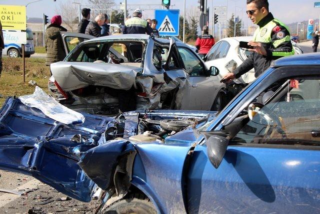 Zincirleme kaza 3 yaralı