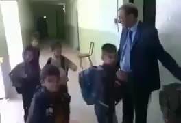 Böyle bir okul müdürü görmediniz!