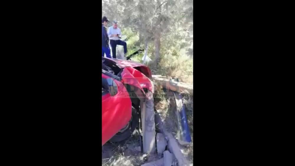 Körfez'de kotrolden çıkan otomobil direği devirdi