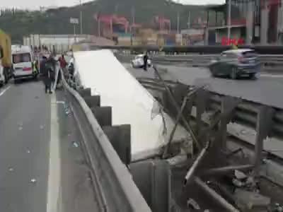 Tem'de büyük kaza... Vali'nin eşi ve kaymakam eşleri yaralandı, tır sürücüsü öldü