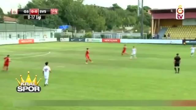 Galatasaray'ın 15'lik genç yıldızı gümbür gümbür geliyor
