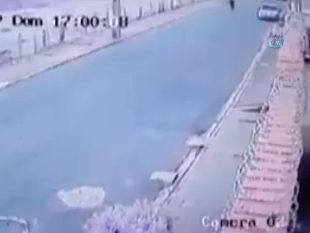 Motosiklet sürücüsünün bacağı koptu